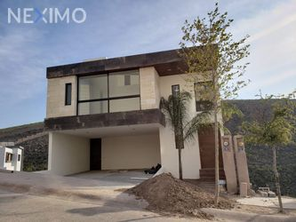 NEX-33055 - Casa en Venta, con 3 recamaras, con 3 baños, con 1 medio baño, con 343 m2 de construcción en Monterra, CP 78215, San Luis Potosí.