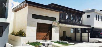 NEX-33056 - Casa en Venta, con 4 recamaras, con 4 baños, con 1 medio baño, con 480 m2 de construcción en Club de Golf la Loma, CP 78215, San Luis Potosí.