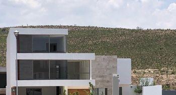 NEX-33706 - Casa en Venta en Club de Golf la Loma, CP 78215, San Luis Potosí, con 3 recamaras, con 3 baños, con 2 medio baños, con 426 m2 de construcción.