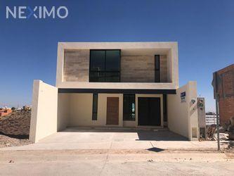 NEX-34357 - Casa en Venta, con 3 recamaras, con 3 baños, con 1 medio baño, con 160 m2 de construcción en Villa Magna, CP 78183, San Luis Potosí.