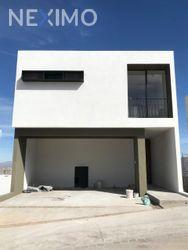 NEX-34815 - Casa en Venta, con 3 recamaras, con 2 baños, con 1 medio baño, con 221 m2 de construcción en Satélite Francisco I Madero, CP 78380, San Luis Potosí.
