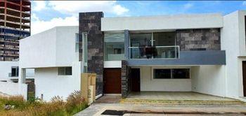 NEX-35754 - Casa en Venta en Sierra Azúl, CP 78295, San Luis Potosí, con 3 recamaras, con 3 baños, con 1 medio baño, con 342 m2 de construcción.