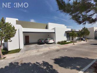NEX-36896 - Casa en Venta, con 3 recamaras, con 3 baños, con 1 medio baño, con 480 m2 de construcción en Club de Golf la Loma, CP 78215, San Luis Potosí.