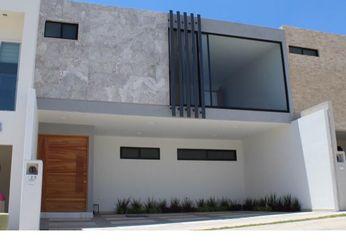 NEX-39292 - Casa en Venta en Villa Magna, CP 78183, San Luis Potosí, con 3 recamaras, con 3 baños, con 1 medio baño, con 245 m2 de construcción.
