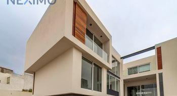 NEX-1752 - Casa en Renta en La Loma, CP 78410, San Luis Potosí, con 4 recamaras, con 4 baños, con 1 medio baño, con 440 m2 de construcción.