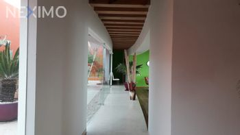NEX-1925 - Casa en Venta, con 3 recamaras, con 3 baños, con 1 medio baño, con 820 m2 de construcción en Club de Golf la Loma, CP 78215, San Luis Potosí.