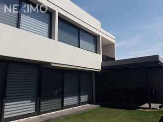 NEX-26105 - Casa en Venta, con 3 recamaras, con 3 baños, con 1 medio baño, con 312 m2 de construcción en Club de Golf la Loma, CP 78215, San Luis Potosí.