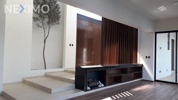 NEX-29040 - Casa en Renta, con 3 recamaras, con 3 baños, con 2 medio baños, con 402 m2 de construcción en Club de Golf la Loma, CP 78215, San Luis Potosí.