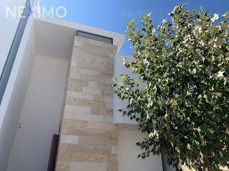 NEX-39583 - Casa en Renta, con 5 recamaras, con 5 baños, con 2 medio baños, con 850 m2 de construcción en Club de Golf la Loma, CP 78215, San Luis Potosí.