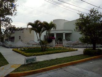 NEX-43640 - Casa en Venta, con 5 recamaras, con 1 baño, con 2 medio baños, con 290 m2 de construcción en Chapalita, CP 44500, Jalisco.