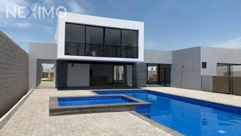 NEX-44989 - Casa en Venta, con 3 recamaras, con 3 baños, con 156 m2 de construcción en Los Lagos, CP 78397, San Luis Potosí.