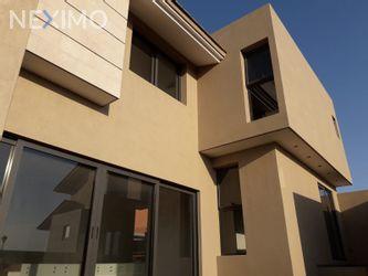 NEX-45645 - Casa en Renta, con 3 recamaras, con 3 baños, con 2 medio baños, con 480 m2 de construcción en Club de Golf la Loma, CP 78215, San Luis Potosí.