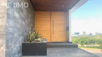 NEX-50185 - Casa en Venta, con 4 recamaras, con 4 baños, con 1 medio baño, con 500 m2 de construcción en Club de Golf la Loma, CP 78215, San Luis Potosí.