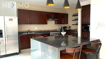 NEX-51276 - Casa en Venta, con 3 recamaras, con 3 baños, con 1 medio baño, con 304 m2 de construcción en Villa Magna, CP 78183, San Luis Potosí.