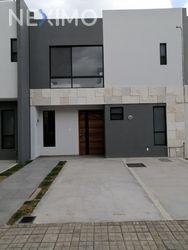 NEX-29184 - Casa en Venta, con 3 recamaras, con 2 baños, con 1 medio baño, con 125 m2 de construcción en Lomas de Angelópolis, CP 72830, Puebla.