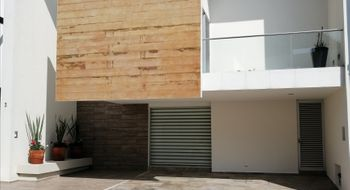 NEX-32562 - Casa en Renta en Lomas de Angelópolis, CP 72830, Puebla, con 3 recamaras, con 4 baños, con 1 medio baño, con 250 m2 de construcción.