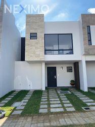 NEX-34553 - Casa en Venta, con 3 recamaras, con 3 baños, con 1 medio baño, con 109 m2 de construcción en Lomas de Angelópolis, CP 72830, Puebla.