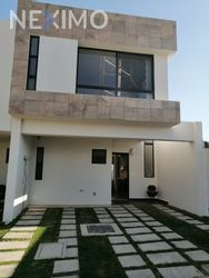 NEX-34557 - Casa en Venta, con 3 recamaras, con 2 baños, con 1 medio baño, con 147 m2 de construcción en Lomas de Angelópolis, CP 72830, Puebla.