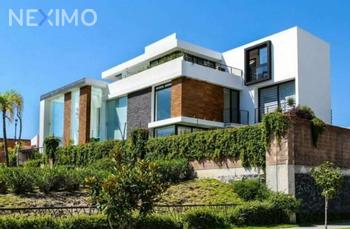 NEX-35057 - Casa en Venta, con 4 recamaras, con 5 baños, con 2 medio baños, con 300 m2 de construcción en Lomas de Angelópolis, CP 72830, Puebla.