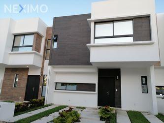 NEX-38536 - Casa en Venta en Cancún (Internacional de Cancún), CP 77569, Quintana Roo, con 3 recamaras, con 2 baños, con 1 medio baño, con 134 m2 de construcción.