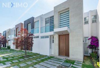 NEX-54772 - Casa en Venta, con 3 recamaras, con 2 baños, con 1 medio baño, con 128 m2 de construcción en Lomas de Angelópolis, CP 72830, Puebla.