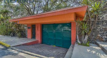 NEX-10696 - Casa en Venta en Héroes de Padierna, CP 14200, Ciudad de México, con 3 recamaras, con 3 baños, con 1 medio baño, con 450 m2 de construcción.