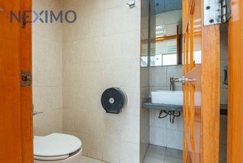 NEX-22438 - Oficina en Venta en Santa María Aztahuacán, CP 09500, Ciudad de México, con 6 recamaras, con 2 baños, con 4 medio baños, con 517 m2 de construcción.