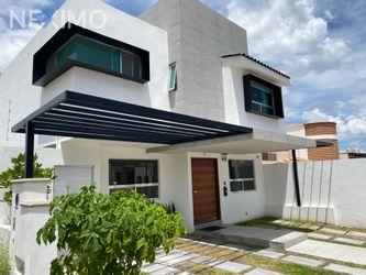 NEX-37867 - Casa en Venta, con 4 recamaras, con 4 baños, con 1 medio baño, con 315 m2 de construcción en Cumbres del Lago, CP 76230, Querétaro.