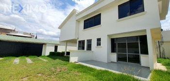 NEX-47491 - Casa en Venta, con 3 recamaras, con 3 baños, con 1 medio baño, con 300 m2 de construcción en Villas del Álamo, CP 42184, Hidalgo.