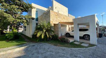 NEX-30318 - Casa en Renta en Centro Jiutepec, CP 62550, Morelos, con 3 recamaras, con 3 baños, con 310 m2 de construcción.