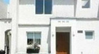 NEX-19086 - Casa en Renta en El Castaño, CP 52150, México, con 3 recamaras, con 2 baños, con 1 medio baño, con 190 m2 de construcción.