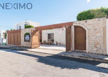 NEX-2337 - Casa en Venta en Los Almendros, CP 97314, Yucatán, con 3 recamaras, con 3 baños, con 150 m2 de construcción.
