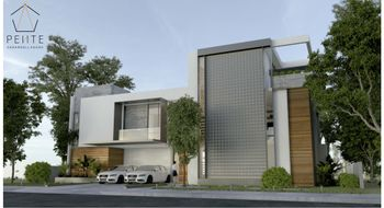 NEX-15091 - Casa en Venta en Los Naranjos, CP 77560, Quintana Roo, con 4 recamaras, con 7 baños, con 1 medio baño, con 375 m2 de construcción.