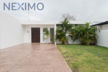 NEX-39063 - Casa en Venta en Francisco I. Madero, CP 97320, Yucatán, con 3 recamaras, con 5 baños, con 338 m2 de construcción.