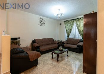 NEX-5861 - Casa en Venta en Santiago Centro, CP 13300, Ciudad de México, con 4 recamaras, con 2 baños, con 2 medio baños, con 160 m2 de construcción.