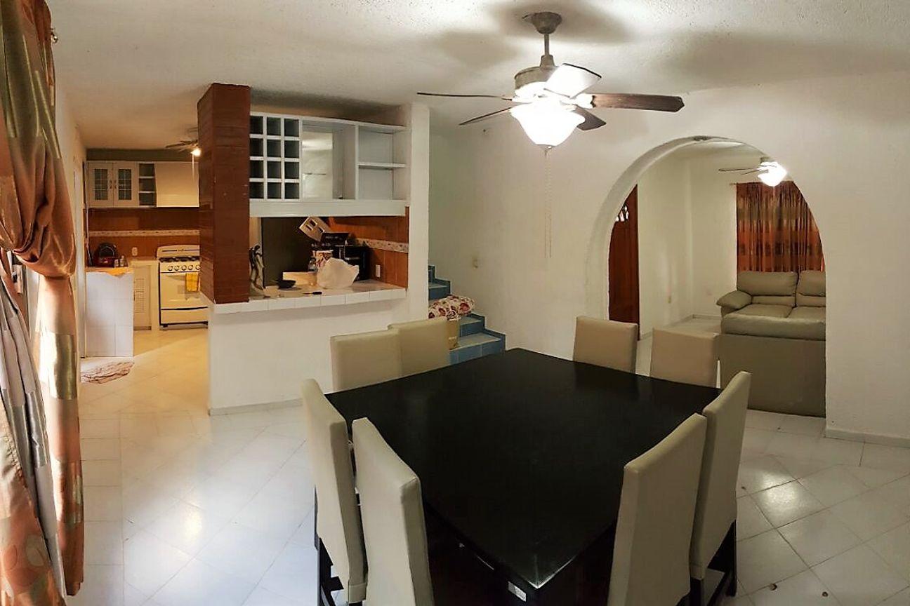 Casa  Ángeles en venta a dos calles de la Quinta Avenida, Playa del Carmen