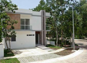 NEX-18613 - Casa en Venta en Jardines de Ciudad Mayakoba, CP 77724, Quintana Roo, con 4 recamaras, con 4 baños, con 1 medio baño, con 302 m2 de construcción.