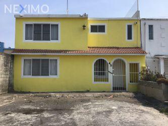 NEX-9685 - Casa en Venta, con 2 recamaras, con 2 baños, con 1 medio baño, con 161 m2 de construcción en Arboleda San Ramón, CP 94274, Veracruz de Ignacio de la Llave.