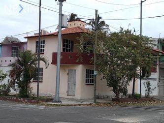 NEX-3710 - Casa en Venta, con 3 recamaras, con 2 baños, con 1 medio baño, con 170 m2 de construcción en Formando Hogar, CP 91897, Veracruz de Ignacio de la Llave.
