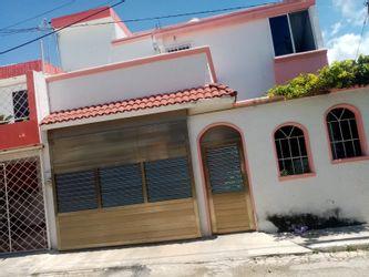 NEX-36078 - Casa en Venta en Centro SCT Campeche, CP 24029, Campeche, con 3 recamaras, con 2 baños, con 1 medio baño, con 201 m2 de construcción.