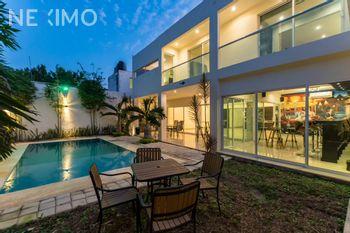 NEX-36350 - Casa en Venta en Montes de Ame, CP 97115, Yucatán, con 4 recamaras, con 7 baños, con 2 medio baños, con 274 m2 de construcción.