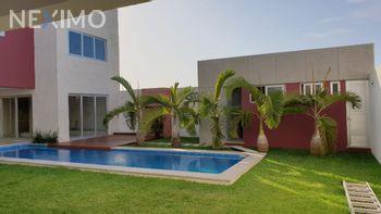 NEX-54511 - Casa en Venta, con 3 recamaras, con 5 baños, con 1 medio baño, con 570 m2 de construcción en Las Palmas, CP 94274, Veracruz de Ignacio de la Llave.